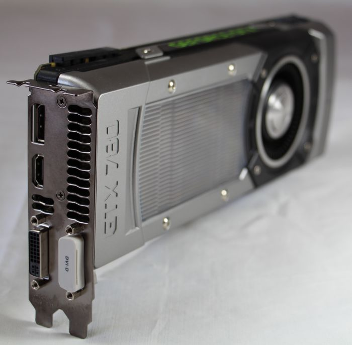 EVGA GeForce GTX 780 - CANON EOS 700D + CANON EF-S Lens 18-135mm f/3.5-5.6 IS STM