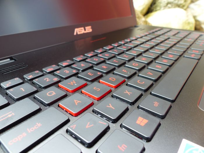 ASUS G551JW gaming notebook